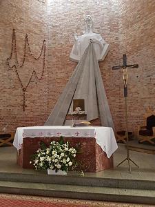 parafia-św-jerzy-oltarz-rozaniec